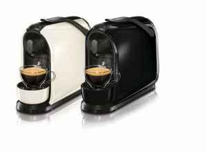 Předplatné 12 měsíců s dárkem roční předplatné + kávovar Cafissimo Pure Black - dárek k předplatnému časopisu National Geographic